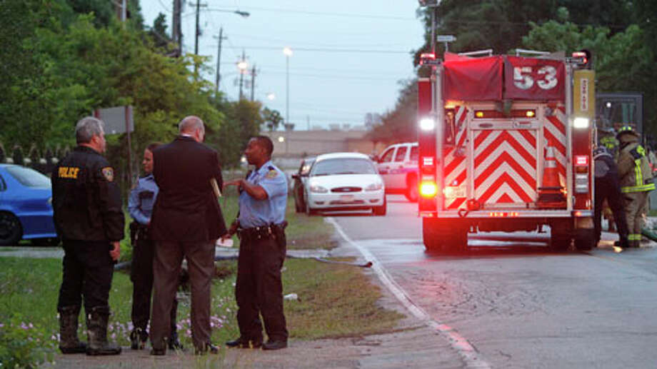 Houston police are investigating the death of a man discovered inside a burned home early Wednesday morning in the 1100 block of Evanston near Boise. Photo: Johnny Hanson / Houston Chronicle