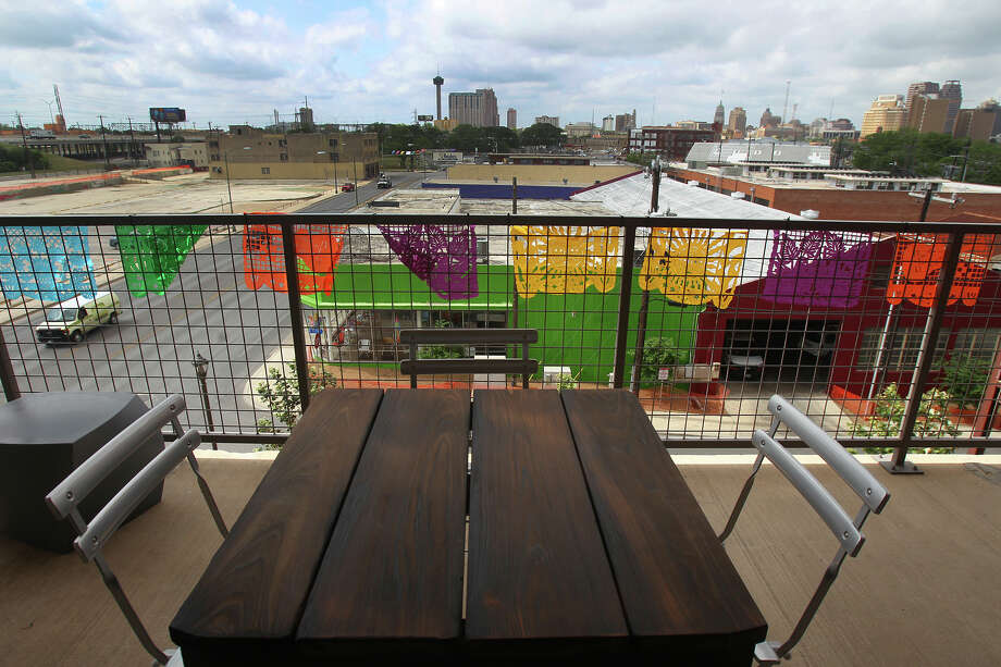 This is the view from the balcony at the home of Mike McClain at 1221 Broadway. The fourth floor corner location offers a nice view of downtown San Antonio. Photo: JOHN DAVENPORT, SAN ANTONIO EXPRESS-NEWS / ©San Antonio Express-News/Photo may be sold to the public