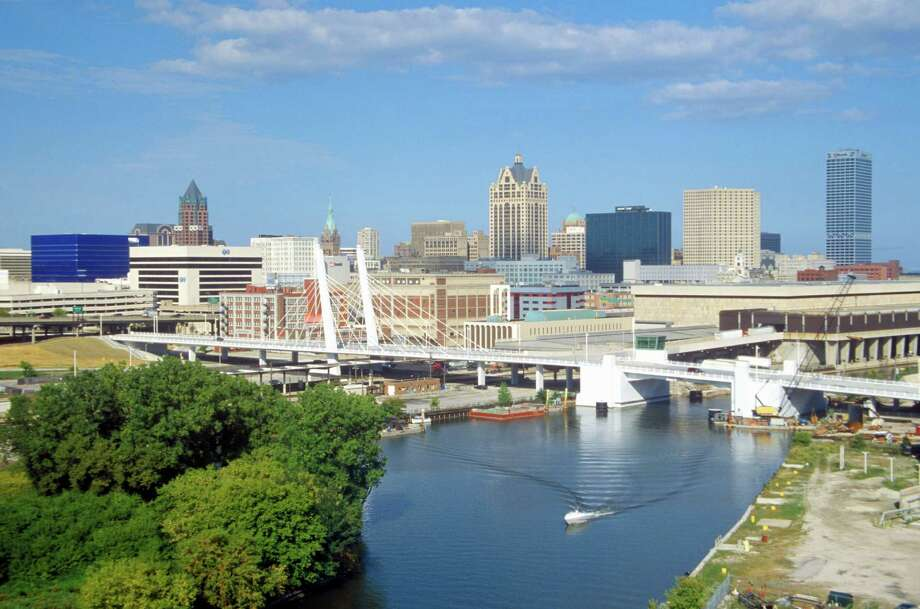 MoneyUnder30.com's Top 20 Cities to be Young, Broke & SingleNo. 14 -Milwaukee-Waukesha, WI Photo: Visions Of America, Getty Images / © 2005 VisionsofAmerica.com/Joe Sohm.  All Rights Reserved. (800) SOHM-USA (764-6872)