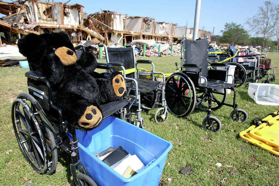 Belongings are lined up outside the apartment complex adjacent to the the site of the fire and explosion in West, Texas on  April 24 2013. Photo: TOM REEL