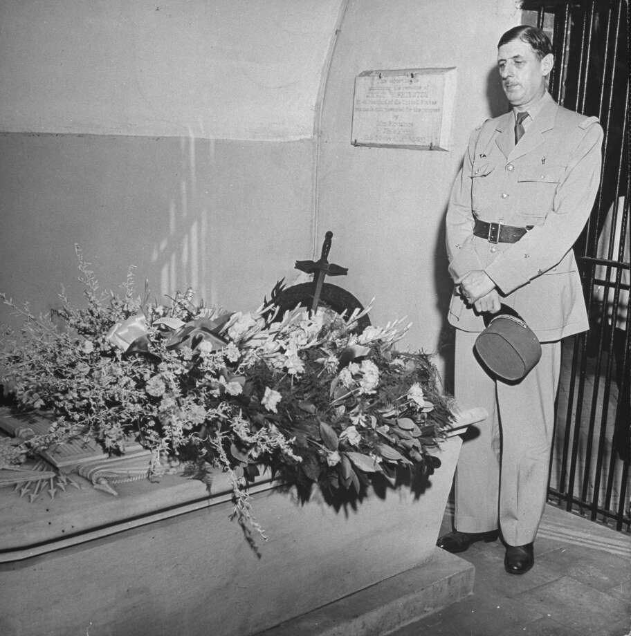 French Gen. Charles de Gaulle visits the grave of George Washington at Mount Vernon in 1944. Photo: George Skadding, Time & Life Pictures/Getty Image / Time Life Pictures