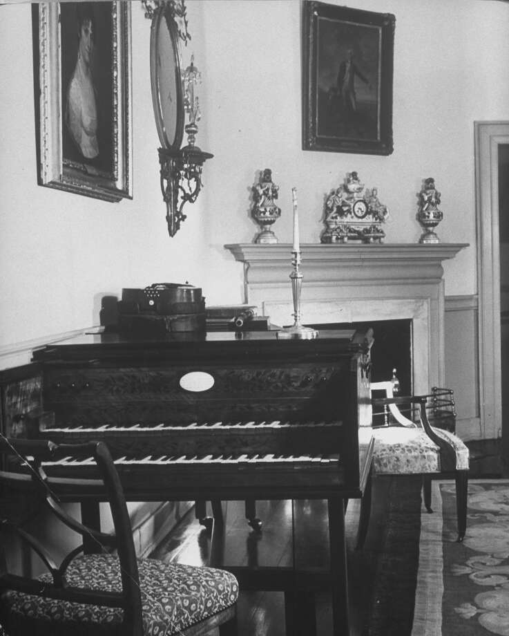 A harpsichord is shown in a room of the Mount Vernon home of George and Martha Washington in 1943. Photo: Alfred Eisenstaedt, Time & Life Pictures/Getty Image / Time & Life Pictures/Getty Images