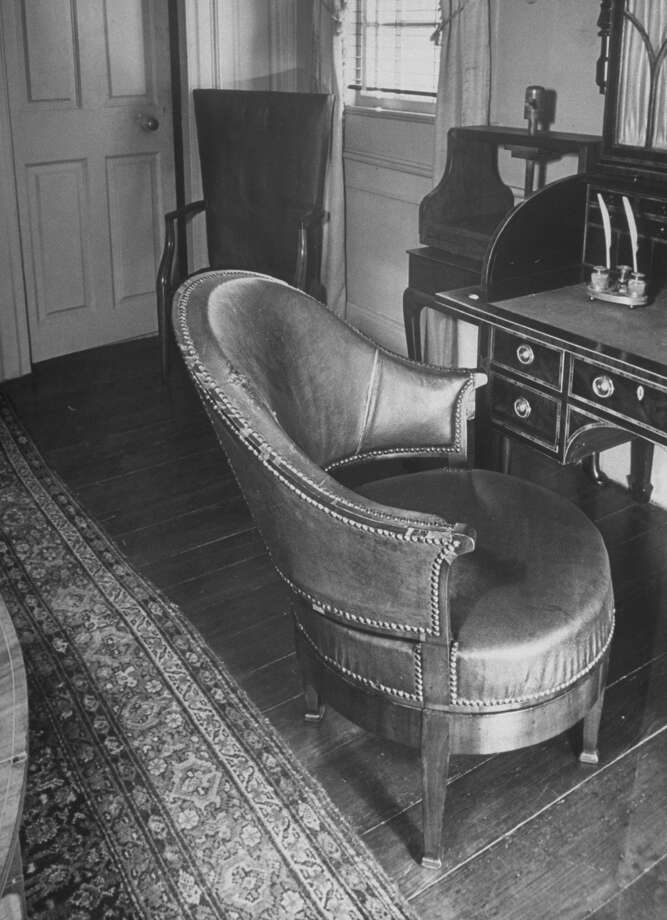 A revolving chair sits before desk where George Washington sat at his Mount Vernon estate keeping his diary and account book in this picture from 1943. Photo: Alfred Eisenstaedt, Time & Life Pictures/Getty Image / Time & Life Pictures/Getty Images