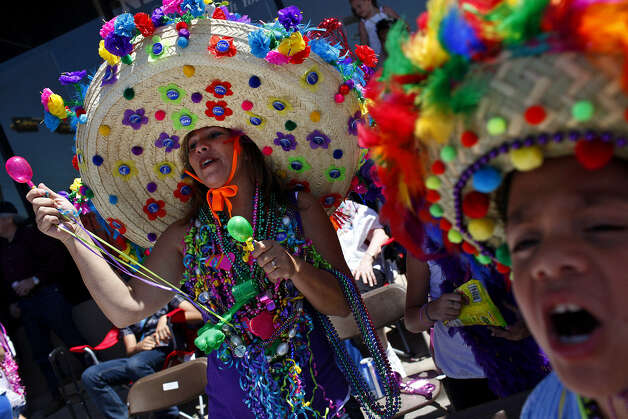 Colorful attire is a must for the Battle of Flowers parade. Photo: Express-News File Photo