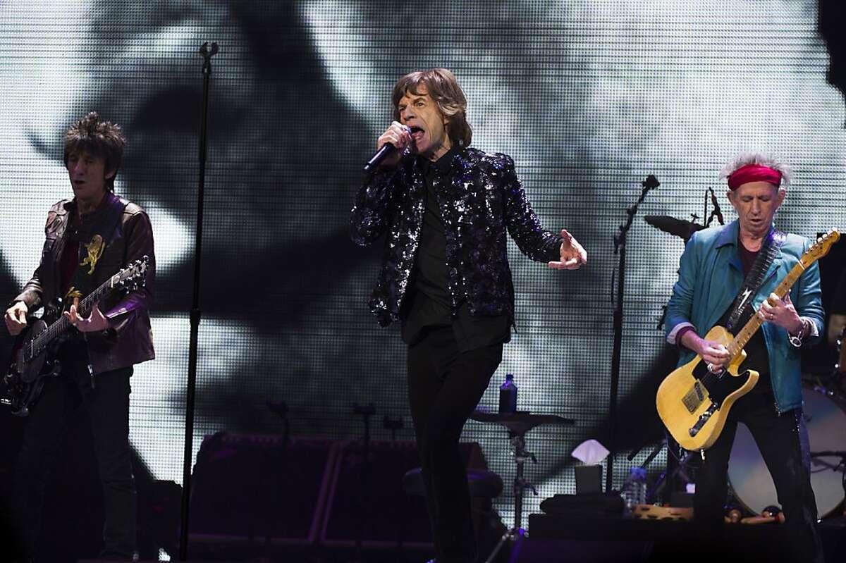 Los integrantes de los Rolling Stones, de izquierda a derecha, Ronnie Wood, Mick Jagger y Keith Richards durante una presentación en Nueva York en una fotografía del 8 de diciembre de 2012. (Foto Charles Sykes/Invision/AP, archivo)