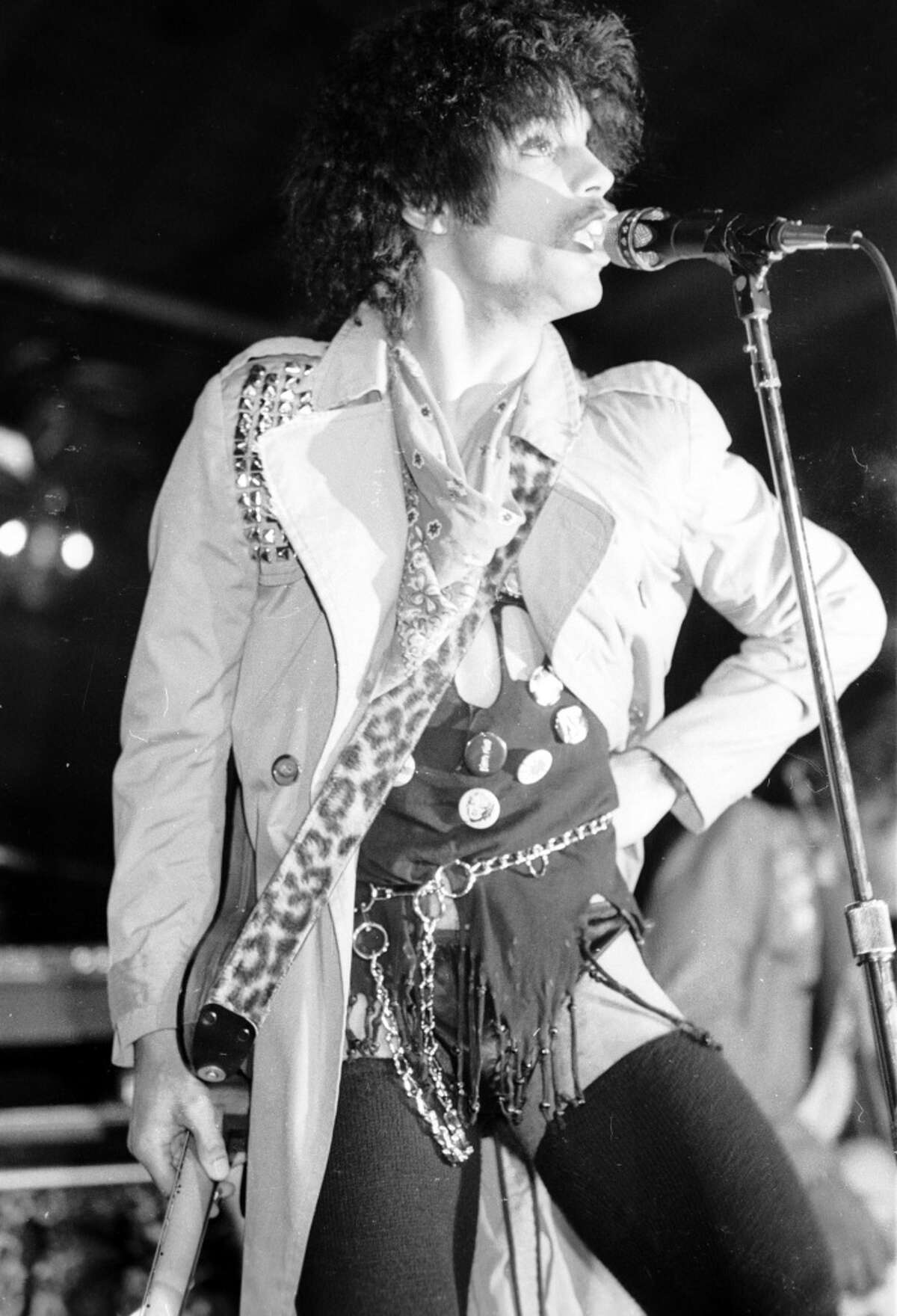 Prince performs on stage at Flipper\'s Roller Disco Boogie Lounge on March 31, 1981 in Los Angeles, California. (Photo by Michael Ochs Archives/Getty Images)