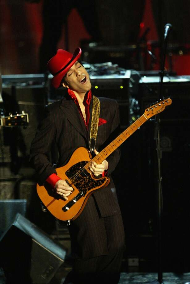 Inductee Prince performs following George Harrison\'s induction at the Rock & Roll Hall Of Fame 19th Annual Induction Dinner at the Waldorf Astoria Hotel March 15, 2004 in New York City.  (Photo by Frank Micelotta/Getty Images)