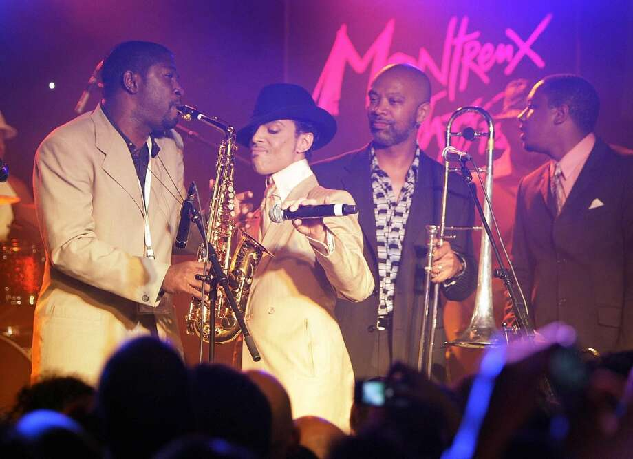 "US pop maverick Prince (2nd from L) performs with his musicians early 17 July 2007 during a jam session after his sold out concert at the 41th edition of the Montreux Jazz Festival. Prince\'s new album ""Planet Earth\"" is due to go on sale next week.  AFP PHOTO / FABRICE COFFRINI (Photo credit should read FABRICE COFFRINI/AFP/Getty Images)"