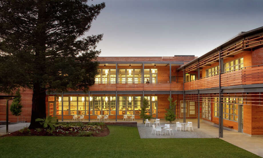 Marin Country Day School Learning Resource Center and Courtyard; Corte Madera. Photo Credit: Josh Partee