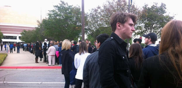 People in line at Baylor. Photo: Vianna R. Davilla / Express-News