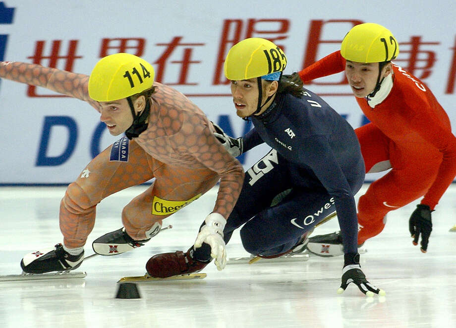 Apolo Anton Ohno (C) pushes Canadian Francois-Louis Tremblay (L) while Chinese Haonan Li (R) skates during the men 500m quarter finals of the 2005-2006 ISU World Cup Short Track Championship in Seoul, on Oct. 8, 2005. Ohno was disqualified at the race. Photo: JUNG YEON-JE, Getty Images / 2005 AFP