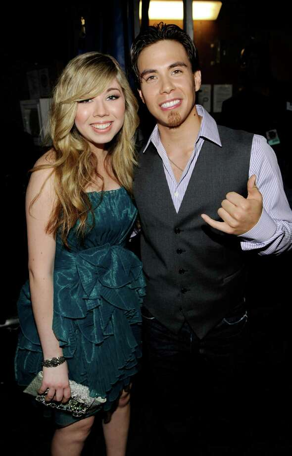Actress Jennette McCurdy and Apolo Anton Ohno backstage at Nickelodeon's 23rd Annual Kids' Choice Awards held at UCLA's Pauley Pavilion on March 27, 2010 in Los Angeles. Photo: Larry Busacca/KCA2010, Getty Images / 2010 Getty Images