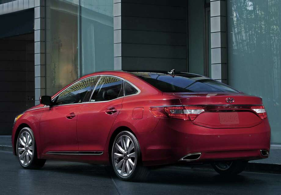 "Large sedan: 2006-2010 Hyundai AzeraWhat Edmunds said: ""The Azera also boasts the solid build quality and steadfast reliability that Hyundai is fast becoming known for."" Source: Edmunds"