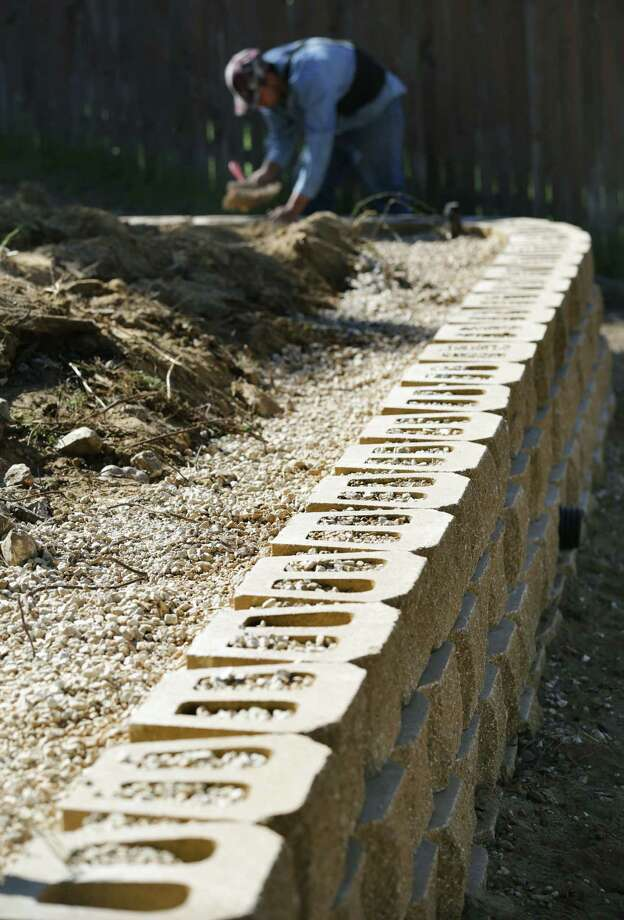 Cribley Enterprises Inc. was hired to build a retaining wall at this homesite. Photo: Photos By Bob Owen / San Antonio Express-News