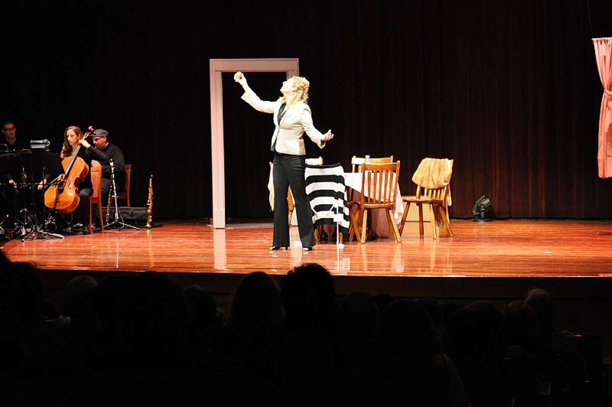 """Shira Ginsburg in a performance of her one-woman show, """"Bubby's Kitchen."""" (Courtesy Shira Ginsburg)"""