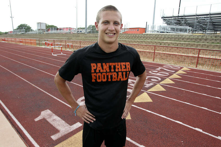 Medina Valley's Steven Champlin has the area's top time in the 100 meters (10.2 seconds) and second best in the 400 (47.9). Photo: Tom Reel / San Antonio Express-News