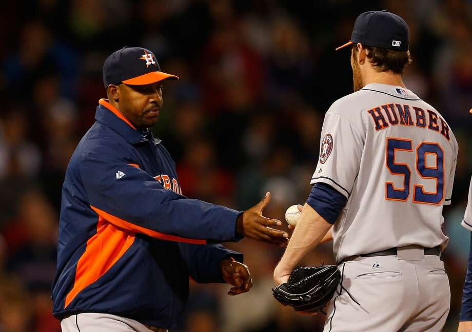 Astros manager Bo Porter pulls pitcher Philip Humber.