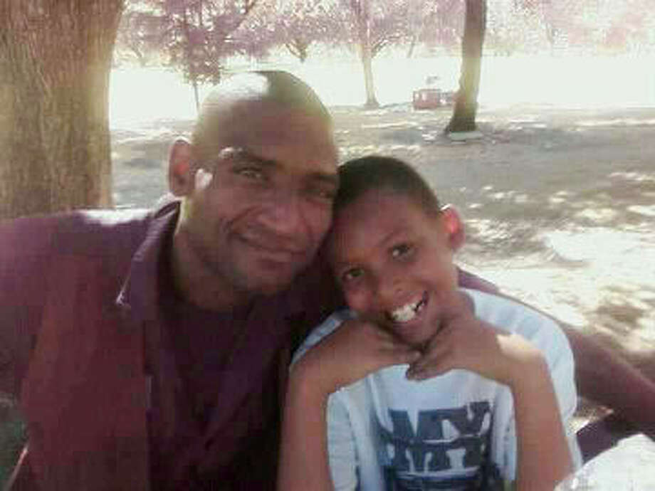 David Thomas, pictured with his son Davon, was crushed by an elevator in San Francisco. Photo: Courtesy Photo