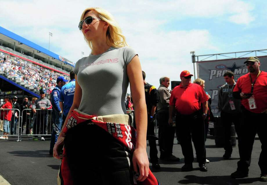 Funny Car driver Courtney Force Photo: Jeff Siner, MBR / Charlotte Observer