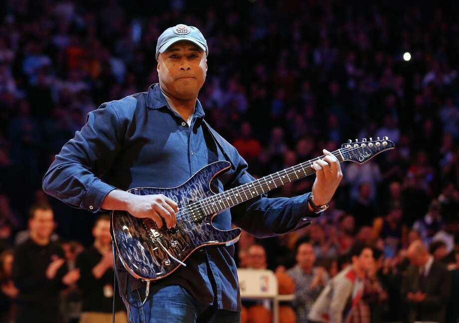 NEW YORK, NY - DECEMBER 13:  (NEW YORK DAILIES OUT)    Former New York Yankee Bernie Williams performs the national anthem before a game between the New York Knicks and the Los Angeles Lakers at Madison Square Garden on December 13, 2012  in New York City. The Knicks defeated the Lakers 116-107. NOTE TO USER: User expressly acknowledges and agrees that, by downloading and/or using this Photograph, user is consenting to the terms and conditions of the Getty Images License Agreement.  (Photo by Jim McIsaac/Getty Images) Photo: Jim McIsaac, Getty Images / 2012 Jim McIsaac