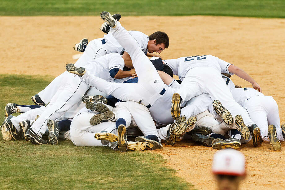The O'Connor Panthers pile on Zachary Davenport after his ninth-inning single drove in the winning run Thursday against Taft at Northside Athletic Complex. Photo: Marvin Pfeiffer / San Antonio Express-News