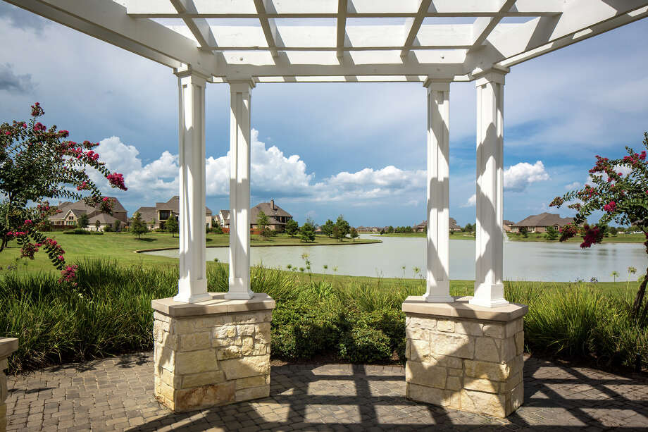 Known for its small-town atmosphere, world class amenities, outstanding youth sports program and numerous surrounding conveniences, Fairfield has become home to generations of residents.