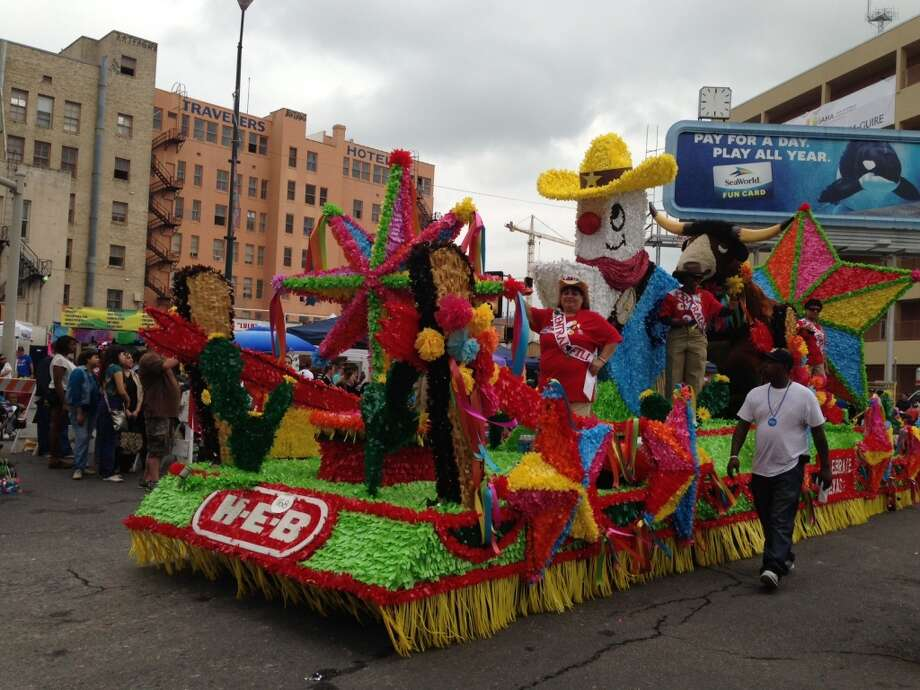 H-E-B's float at the Battle of Flowers parade.