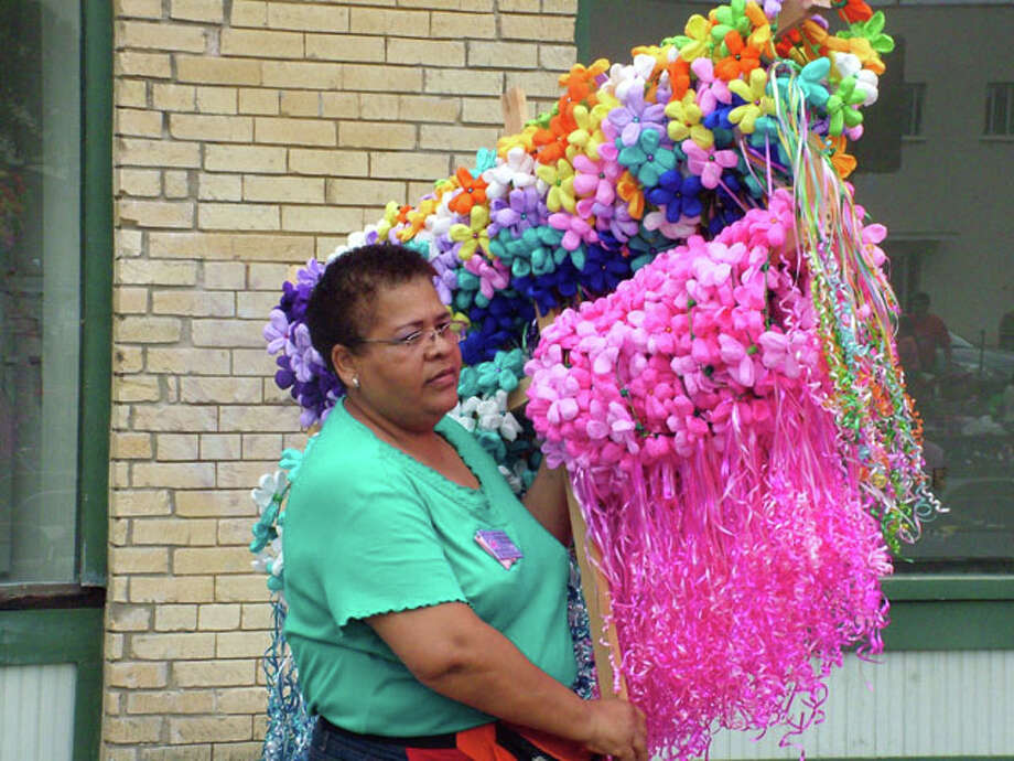 2013 Battle of Flowers Parade Photo: Pam Howell