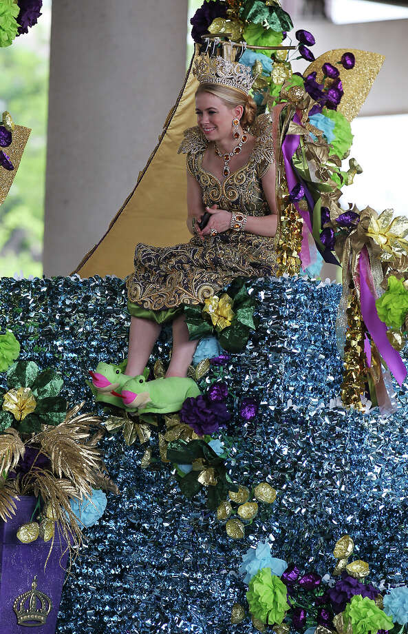 Fiesta queen Tobin DeeAnn Simpson sports unique footwear for the Battle of Flowers Parade on Friday, Apr. 26, 2013. Photo: Kin Man Hui, San Antonio Express-News / © 2013 San Antonio Express-News