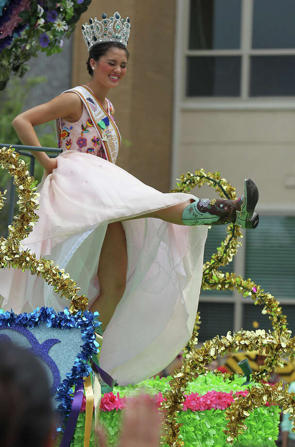 Lauren Osterman, La Reina de la Feria de las Flores, shows off her boots during the Battle of Flowers Parade on Friday, Apr. 26, 2013. Photo: Kin Man Hui, San Antonio Express-News / © 2013 San Antonio Express-News