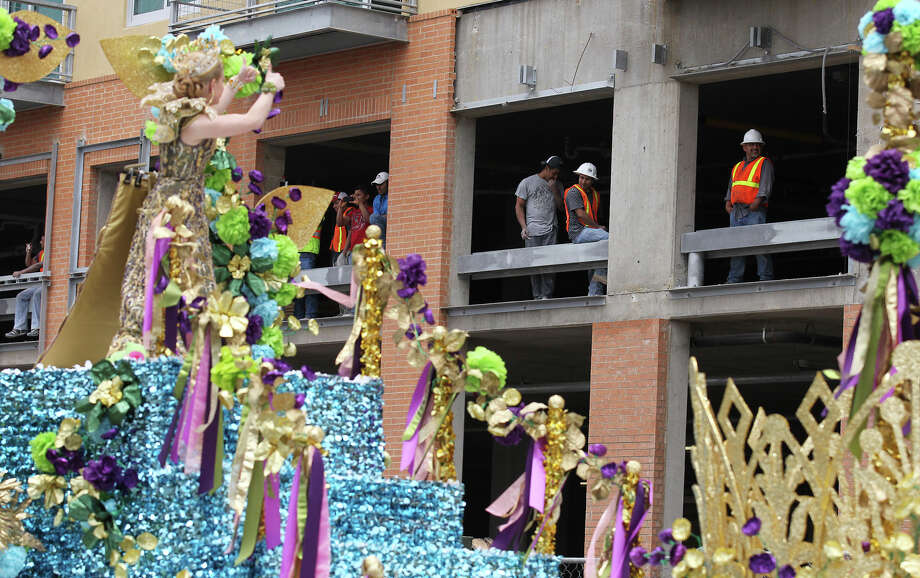 Construction workers get a thumbs-up from Queen Tobin DeeAnn Simpson during the Battle of Flowers Parade on Friday, Apr. 26, 2013. Photo: Kin Man Hui, San Antonio Express-News / © 2013 San Antonio Express-News