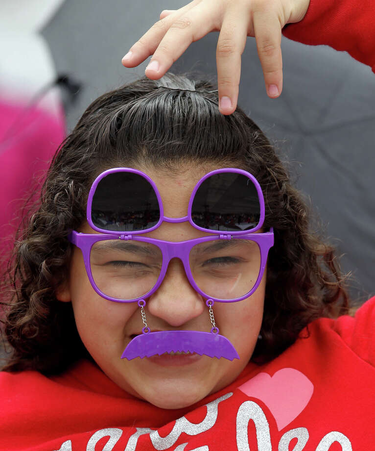 Abigail Chamberlain,12, clowns around during the 2013 battle of Flowers parade. Photo: JOHN DAVENPORT, SAN ANTONIO EXPRESS-NEWS / ©San Antonio Express-News/Photo may be sold to the public