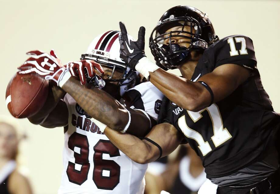 2nd roundSouth Carolina defensive back D.J. Swearinger breaks up a pass. Photo: John Russell, Associated Press