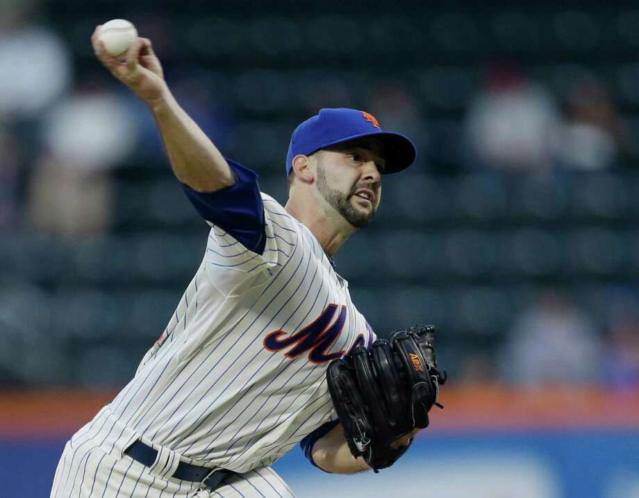 New York Mets starting pitcher Dillon Gee (35) throws in the first inning  of a baseball game against the Philadelphia Phillies at Citi Field in New York, Friday, April 26, 2013. (AP Photo/Kathy Willens) Photo: Kathy Willens