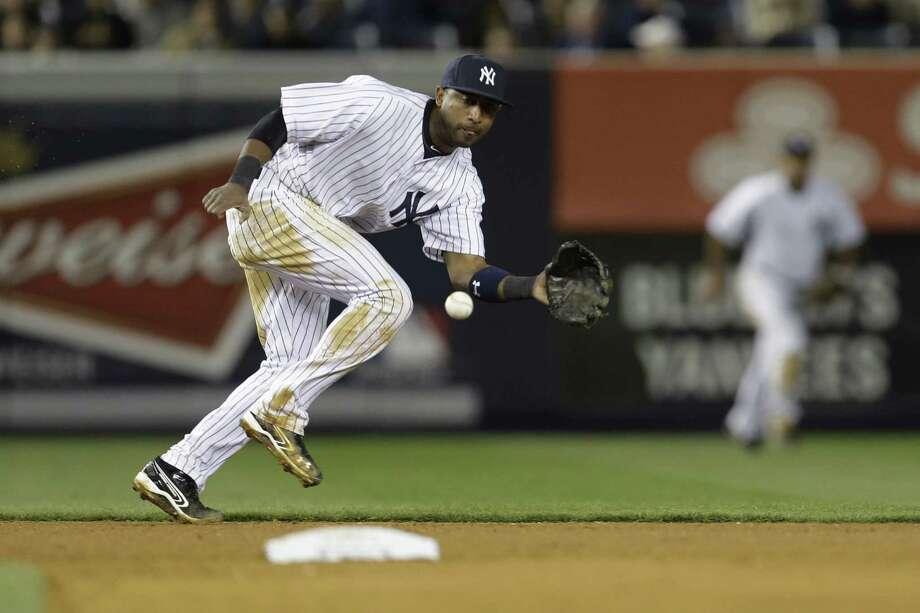 New York's Eduardo Nunez chases an eighth-inning grounder hit by Toronto's Edwin Encarnacion. Photo: Julio Cortez / Associated Press