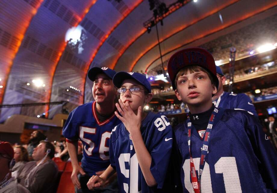 Fans of the New York Giants participate in the festivities at the Radio City Music Hall.