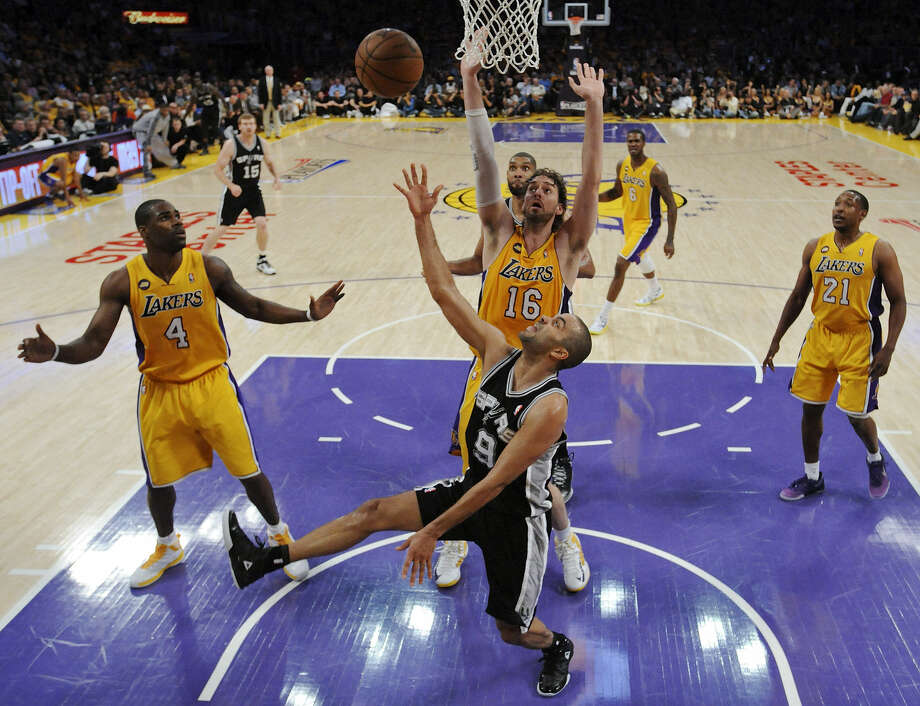 Tony Parker gets a shot up despite the defense of the Lakers' Pau Gasol as Antawn Jamison (left) looks on during the first half Friday night at Staples Center. Parker scored 20 points and dished out seven assists in the Spurs' Game 3 victory. Photo: Edward A. Ornelas / San Antonio Express-News