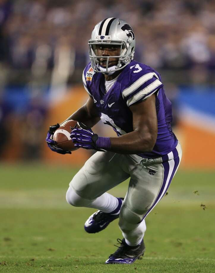 GLENDALE, AZ - JANUARY 03:  Chris Harper #3 of the Kansas State Wildcats runs with a nine yard reception against the Oregon Ducks during the Tostitos Fiesta Bowl at University of Phoenix Stadium on January 3, 2013 in Glendale, Arizona.  (Photo by Doug Pensinger/Getty Images)