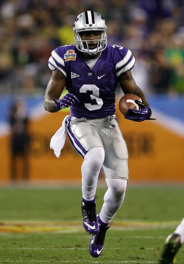 GLENDALE, AZ - JANUARY 03: Chris Harper #3 of the Kansas State Wildcats carries the ball against the Oregon Ducks during the Tostitos Fiesta Bowl at University of Phoenix Stadium on January 3, 2013 in Glendale, Arizona.  (Photo by Ezra Shaw/Getty Images)