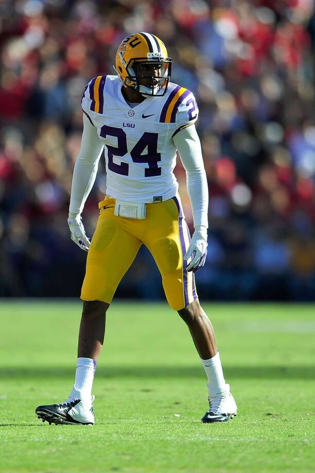 BATON ROUGE, LA - NOVEMBER 17:  Tharold Simon #24 of the LSU Tigers looks into the backfield of the Ole Miss Rebels during a game at Tiger Stadium on November 17, 2012 in Baton Rouge, Louisiana.  LSU would win the game 41-35.  (Photo by Stacy Revere/Getty Images)