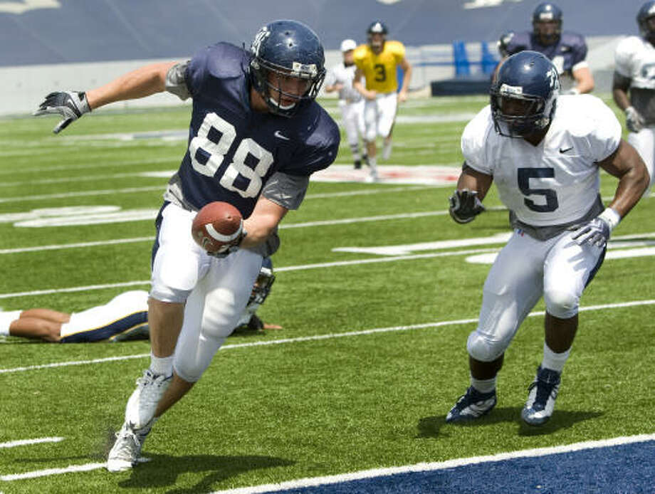 TE Luke Willson scores in Rice's spring game in 2010.