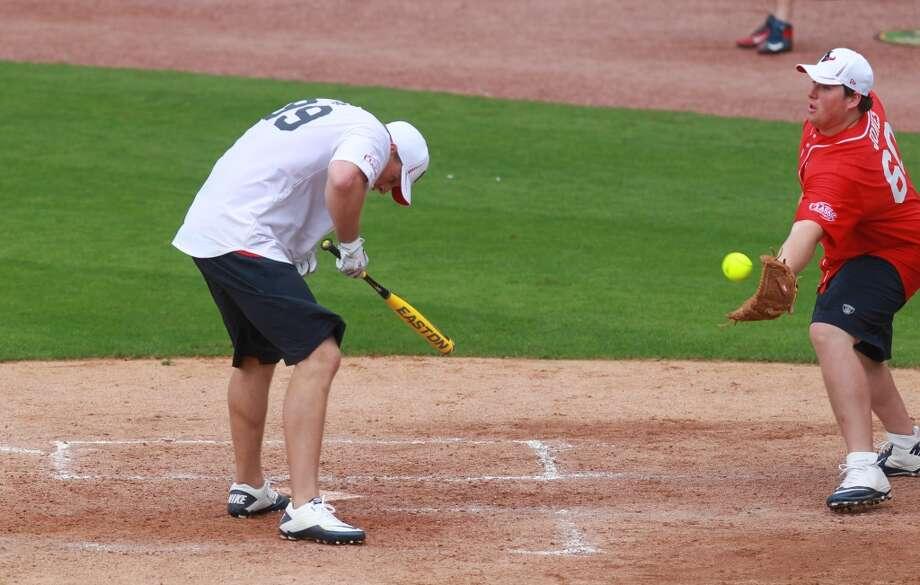 J.J. Watt dodges a pitch from Chris Myers. Photo: Mayra Beltran