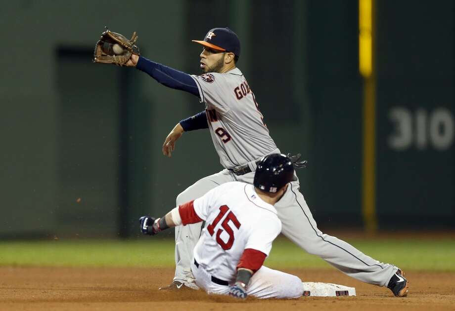 Dustin Pedroia (15) steals second base. Photo: Michael Dwyer, Associated Press