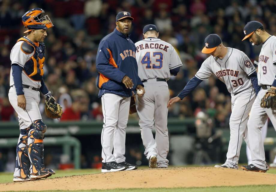 Astros manager Bo Porter, second from left, holds the ball after taking Brad Peacock (43) out in the fourth inning. Photo: Michael Dwyer, Associated Press