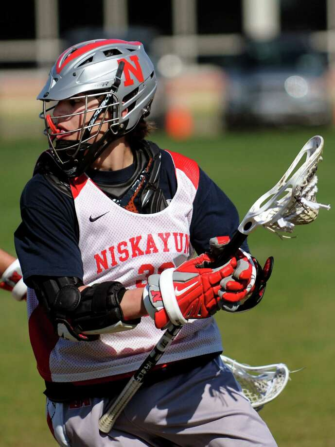 Niskayuna's Mike D'Amario  carries the ball during lacrosse practice on Thursday, April 25, 2013, at Niskayuna High in Niskayuna, N.Y. (Cindy Schultz / Times Union) Photo: Cindy Schultz / 10022079A