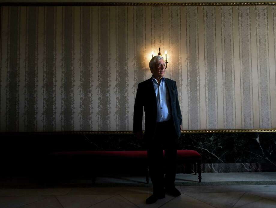 Peruvian writer and Nobel Prize winner in literature Mario Vargas Llosa poses before a press conference during the presentation of a new theater play in Madrid, Spain, April 24, 2013. Photo: AP