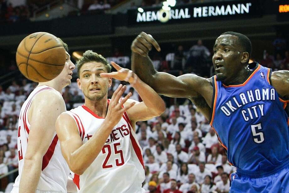 Rockets small forward Chandler Parsons left, and the Thunder center Kendrick Perkins right, fight for a rebound. Photo: James Nielsen, Houston Chronicle