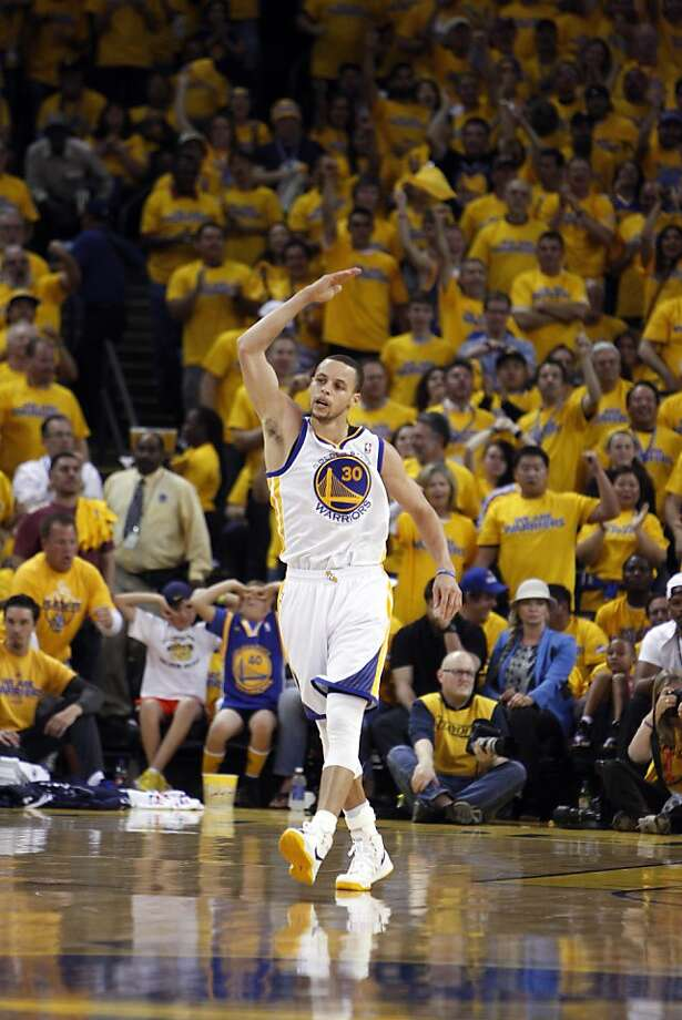Stephen Curry (30) gets the crowd involved in the first half. The Golden State Warriors played the Denver Nuggets in Game 4 of the first round of the NBA playoffs at Oracle Arena in Oakland, Calif., on Sunday, April 28, 2013. Photo: Carlos Avila Gonzalez, The Chronicle