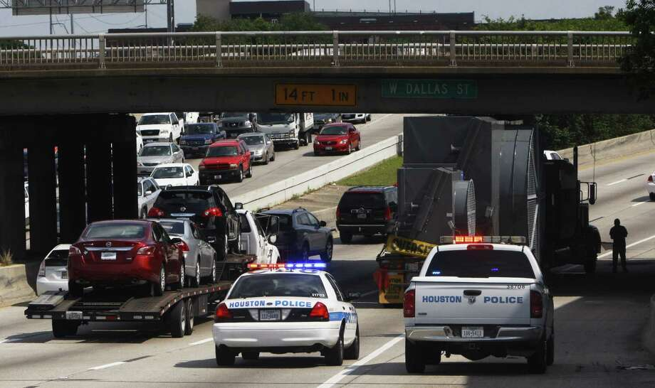 The accident blocked one lane, creating a traffic bottleneck for commuters trying to get to work to start the week. Photo: Houston Chronicle