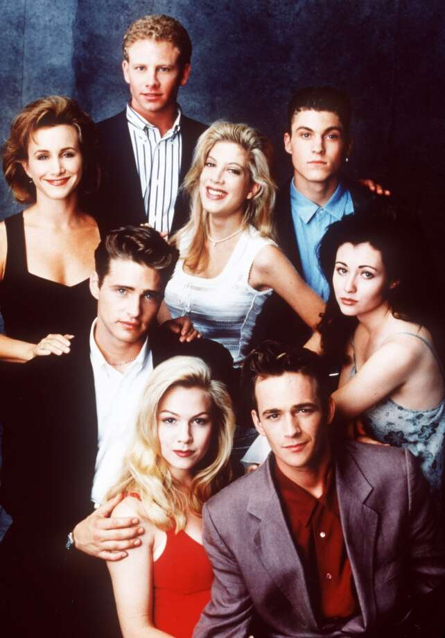 'Beverly Hills, 90210': High-waisted, acid wash jeans, cropped tops and busy patterns: undeniable '90s style on display.